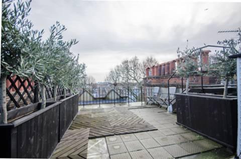 <b>Roof Terrace</b><span class='dims'> 23&#39; x 19&#39;4 (7.01 x 5.89m)</span>