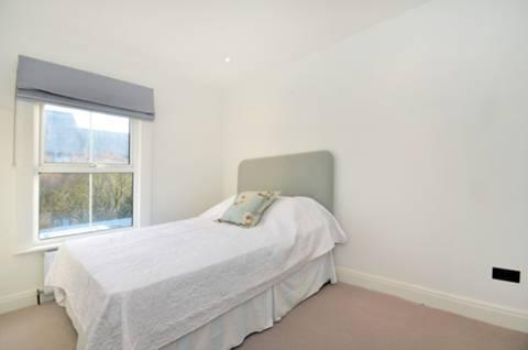 <b>Second Bedroom</b><span class='dims'> 11'4 x 8'11 (3.45 x 2.72m)</span>