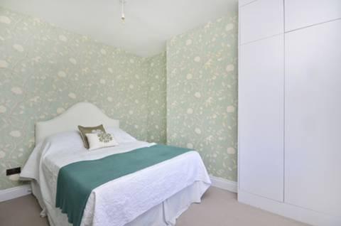 <b>Third Bedroom</b><span class='dims'> 11'2 x 8'11 (3.40 x 2.72m)</span>