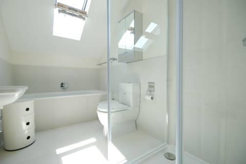 <b>Bathroom</b><span class='dims'> 10'6 x 6 (3.20 x 1.83m)</span>