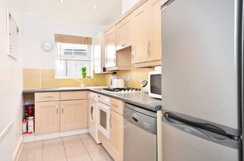 <b>Kitchen</b><span class='dims'> 12' x 5'9 (3.66 x 1.75m)</span>