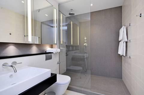 <b>En Suite Shower Room</b><span class='dims'> 9'2 x 6'10 (2.79 x 2.08m)</span>
