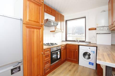 <b>Kitchen</b><span class='dims'> 10&#39;4 x 7&#39;9 (3.15 x 2.36m)</span>