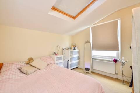 <b>Second Bedroom</b><span class='dims'> 10'1 x 9'11 (3.07 x 3.02m)</span>