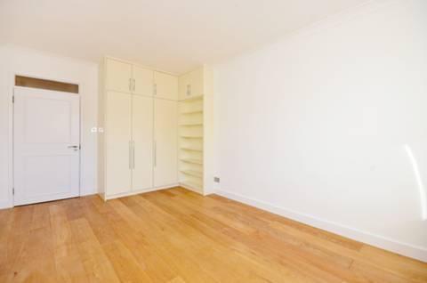 <b>Second Bedroom</b><span class='dims'> 16'2 x 10'5 (4.93 x 3.17m)</span>