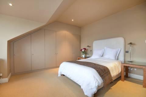 <b>Bedroom</b><span class='dims'> 16&#39;6 x 16&#39;3 (5.03 x 4.95m)</span>