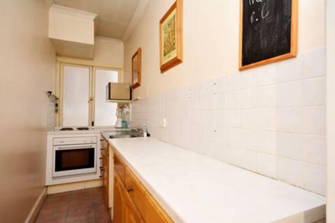 <b>Kitchen</b><span class='dims'> 14&#39;6 x 4&#39; (4.42 x 1.22m)</span>