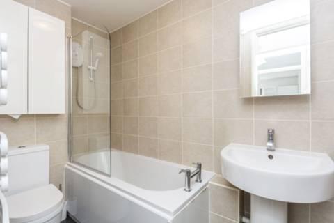 <b>Bathroom</b><span class='dims'> 8'3 x 4'9 (2.51 x 1.45m)</span>