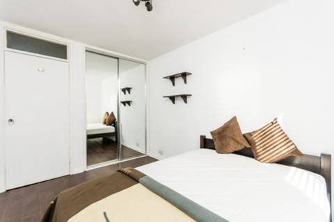 <b>Bedroom</b><span class='dims'> 11'3 x 8'8 (3.43 x 2.64m)</span>