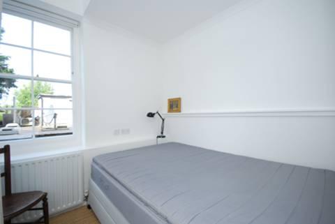 <b>Bedroom</b><span class='dims'> 8' x 7'9 (2.44 x 2.36m)</span>