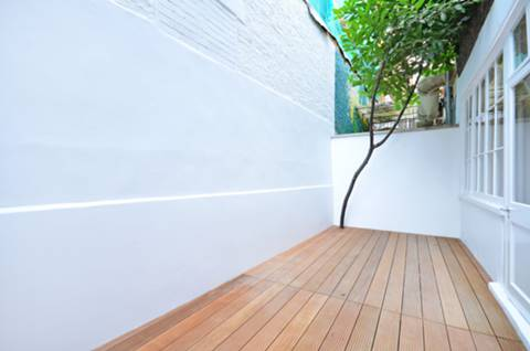 <b>First Courtyard</b><span class='dims'></span>