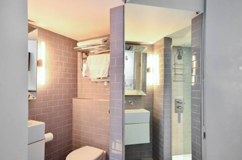 Shower Room in W2