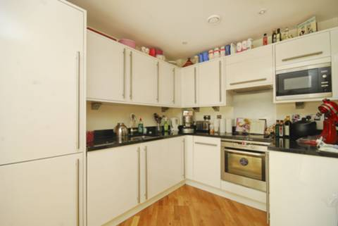<b>Reception Room/Kitchen</b><span class='dims'> 28&#39;9 x 16&#39;3 (8.76 x 4.95m)</span>