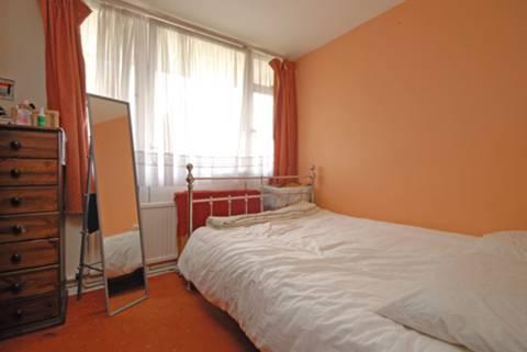 <b>Master Bedroom</b><span class='dims'> 11 x 11 (3.35 x 3.35m)</span>