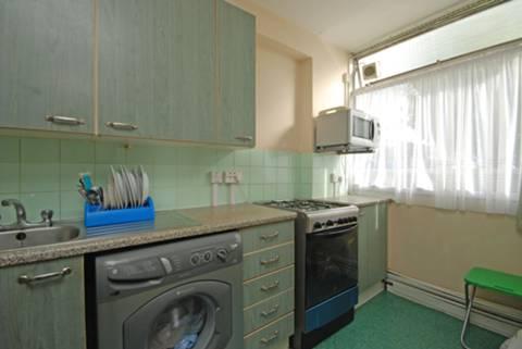 <b>Kitchen</b><span class='dims'> 14 x 5'6 (4.27 x 1.68m)</span>