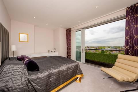 Master Bedroom in W9