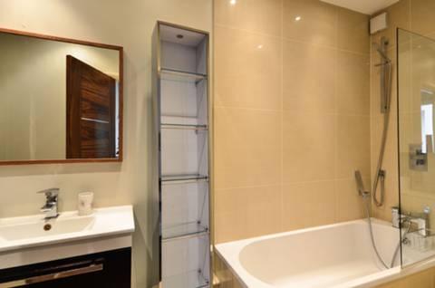 <b>Bathroom</b><span class='dims'> 11'2 x 4'3 (3.40 x 1.30m)</span>