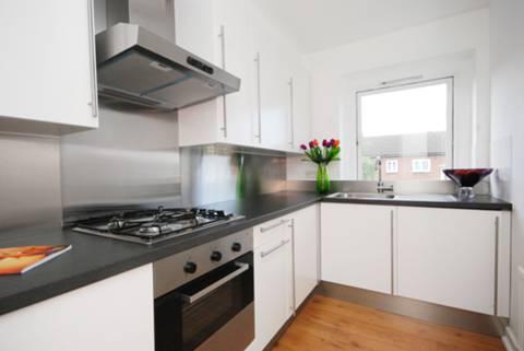 <b>Kitchen</b><span class='dims'> 9'9 x 6' (2.97 x 1.83m)</span>