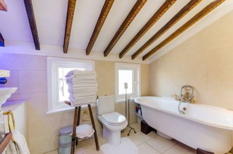 Bathroom in N22