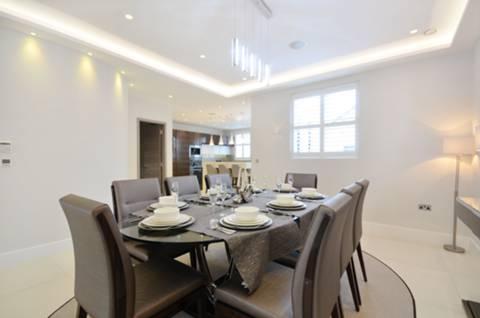 <b>Dining Room</b><span class='dims'></span>