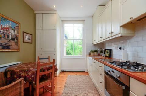 <b>Kitchen</b><span class='dims'> 12' x 9'8 (3.66 x 2.95m)</span>