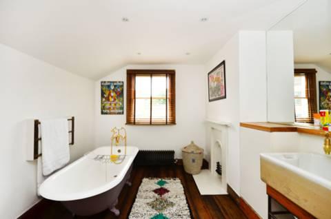 Second Bathroom in N7