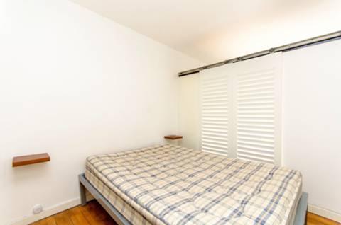<b>Sleeping Area</b><span class='dims'></span>