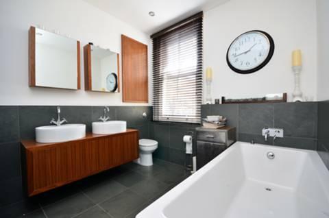 Bathroom in E2