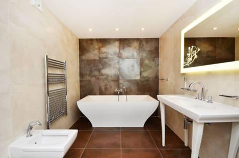 Bathroom in N4