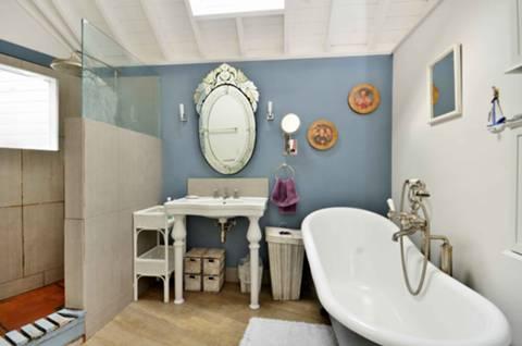 Bathroom in TW1