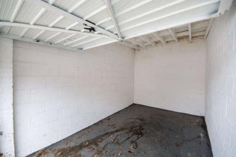 <b>Garage</b><span class='dims'></span>