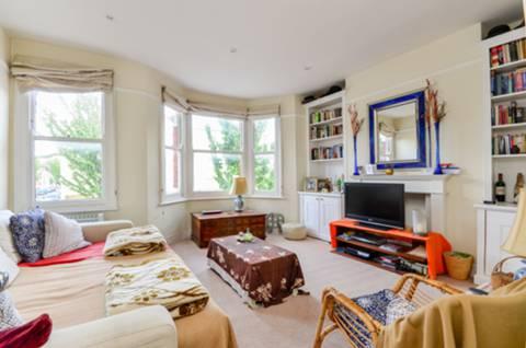 Bronsart Rd & Munster Rd, London SW6 6BS, UK - Source: Foxtons