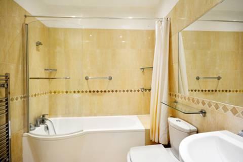 <b>First Bathroom</b><span class='dims'></span>