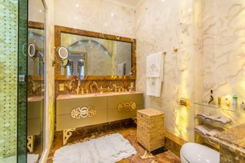 En Suite Shower Room in NW8