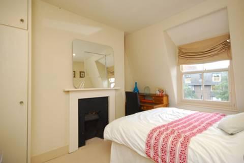 <b>Second Bedroom</b><span class='dims'> 11'3 x 10' (3.43 x 3.05m)</span>