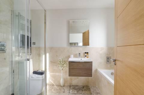 En Suite Bathroom in SW20
