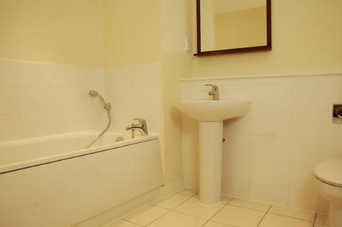 <b>Bathroom</b><span class='dims'> 8&#39;3 x 7&#39;3 (2.51 x 2.21m)</span>