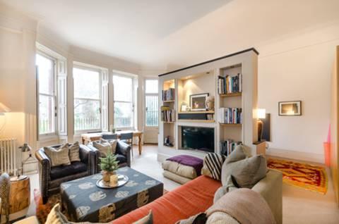 <b>Open-plan Living/dining/sleeping Area</b><span class='dims'></span>