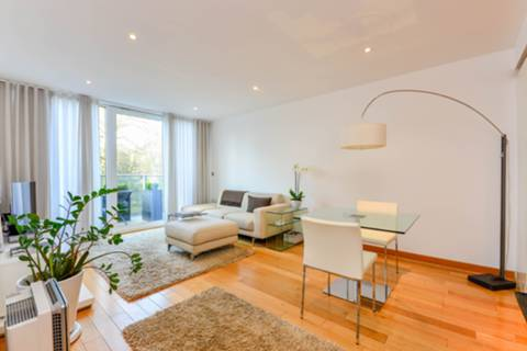 House for sale in Oswald Building Chelsea Bridge Wharf with Foxtons