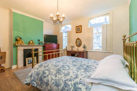 Master Bedroom in N16