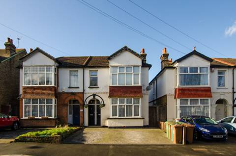 House for sale in West Sutton with Foxtons