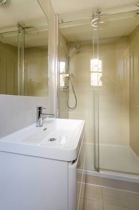 <b>Second En Suite Shower Room</b><span class='dims'></span>