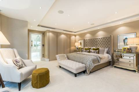 Master Bedroom in W11