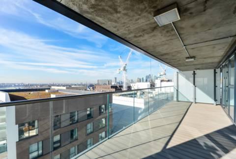 <b>First Roof Terrace</b><span class='dims'></span>