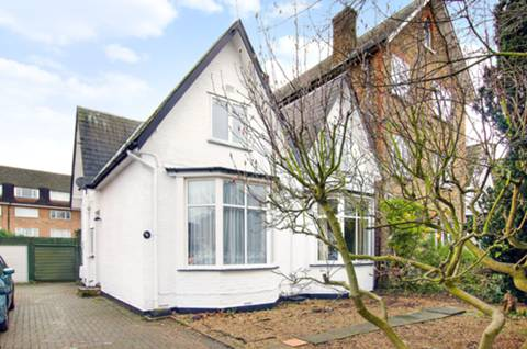House for sale in Acacia Grove with Foxtons