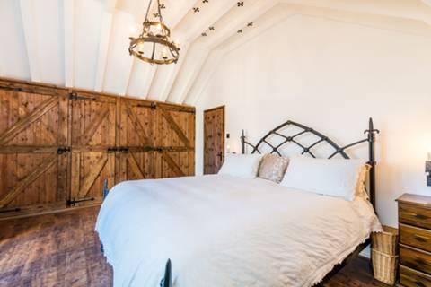 Master Bedroom in TW7