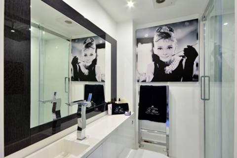 <b>En-Suite Shower Room</b><span class='dims'></span>