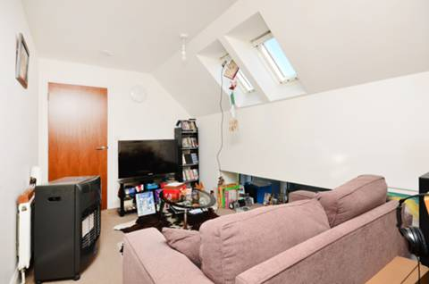 <b>Reception Room</b><span class='dims'> 18'6 x 12'1 (at widest) (5.64 x 3.68m)</span>