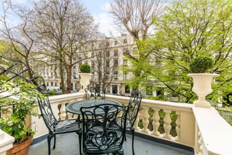 Balcony in W2