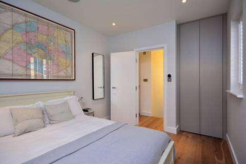 <b>Second Bedroom</b><span class='dims'> 14'5 x 9'2 (4.39 x 2.79m)</span>